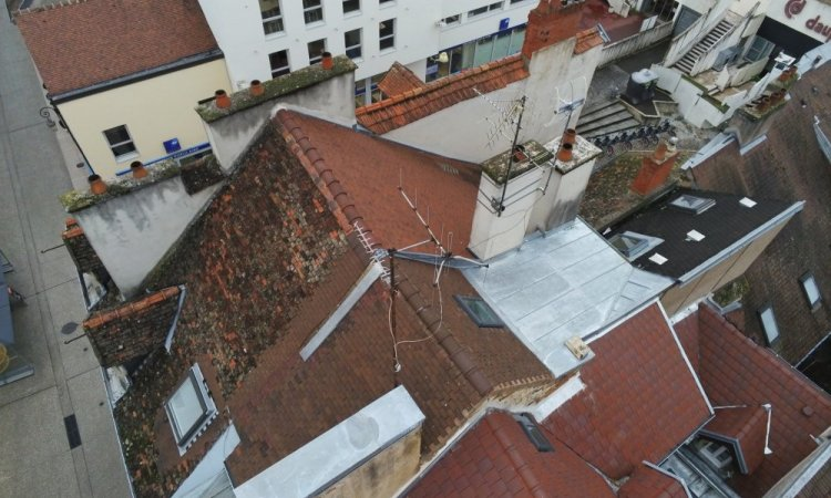 Analyse d'une toiture par drone sur Dijon pour établir un prévisionnel des travaux de couverture-zinguerie